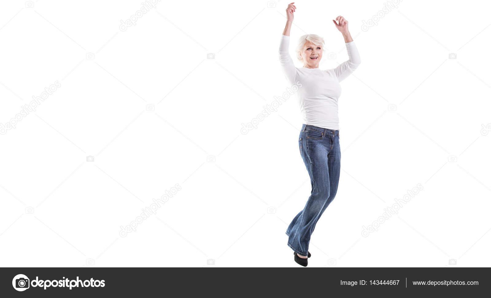 Лилипуты, зрелая красиво прыгает