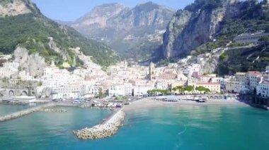 Letecká dron zastřelil - Amalfi pobřeží města v Itálii