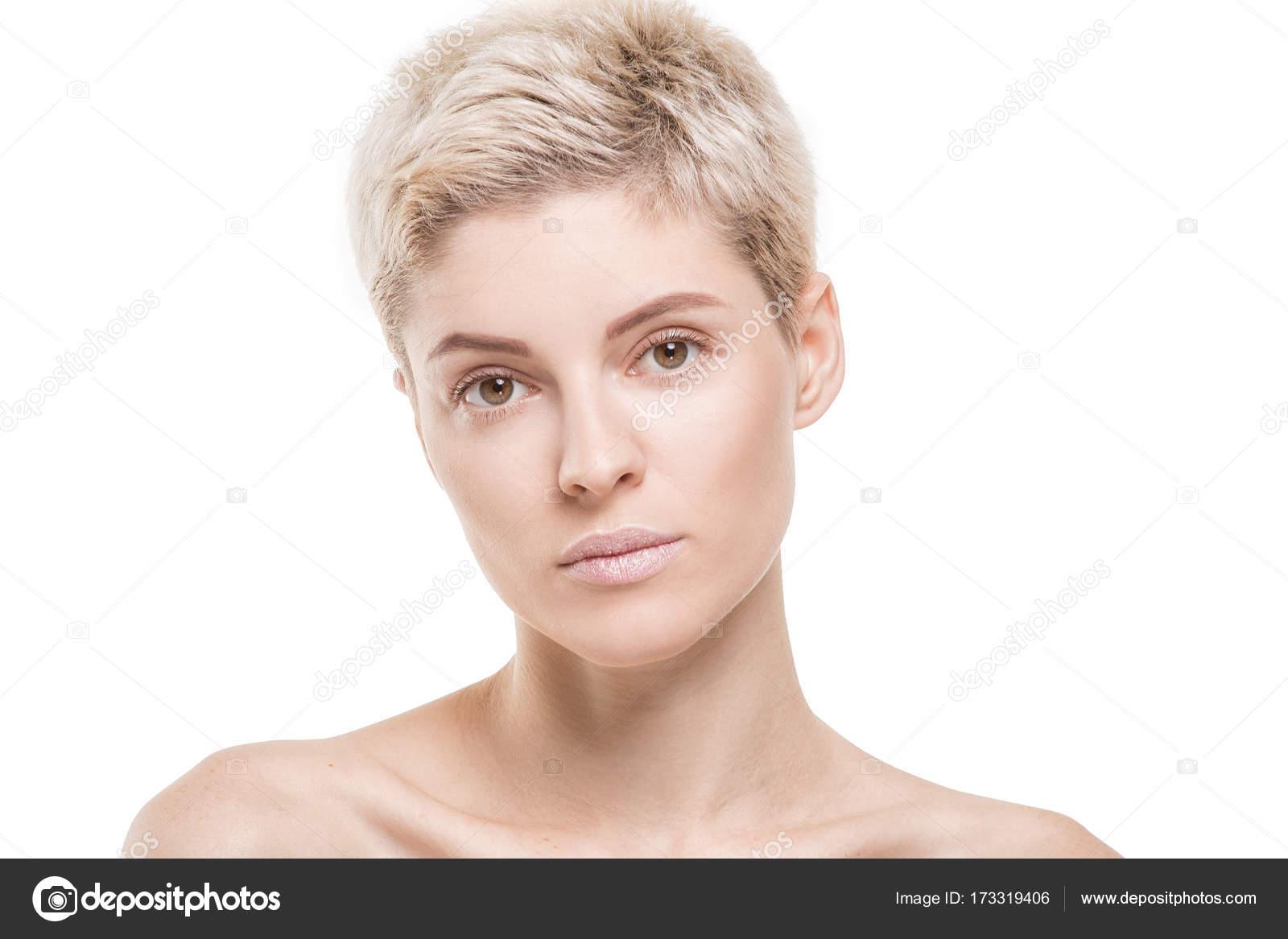 Bionda capelli corti