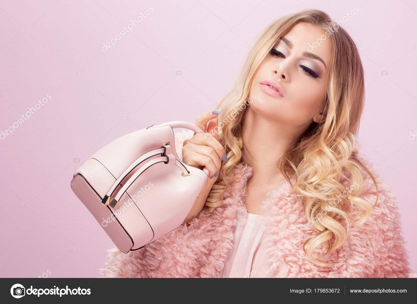 fotosessiya-blondinka-visokaya