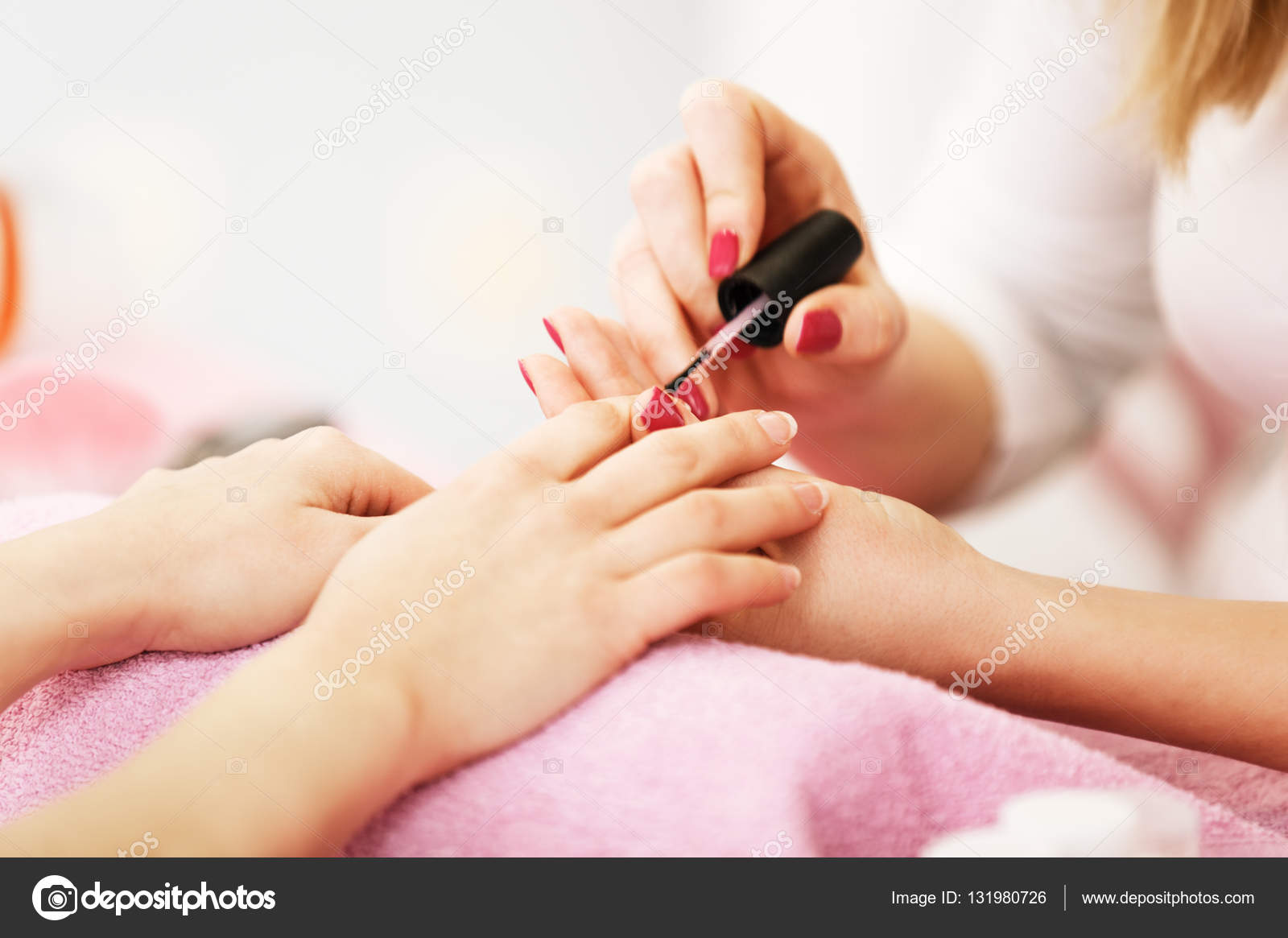 Nagel Polieren. Nahaufnahme — Stockfoto © grki #131980726