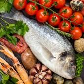 Čerstvá dorado ryby a mořské plody