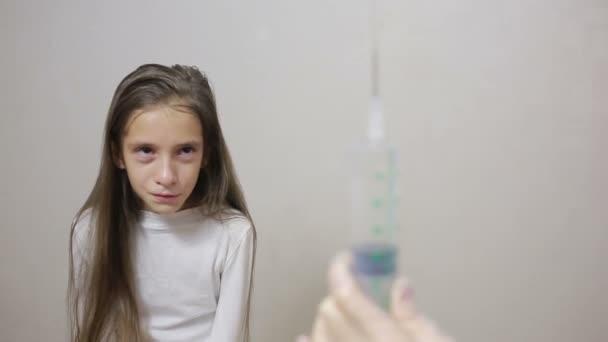 Video av hur man gör en flicka spruta