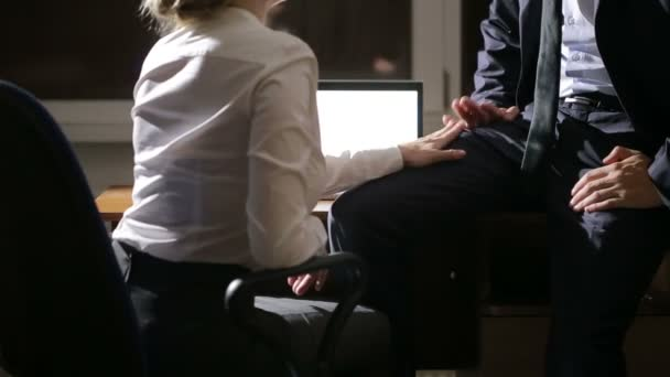На работе занимаются сексом видео