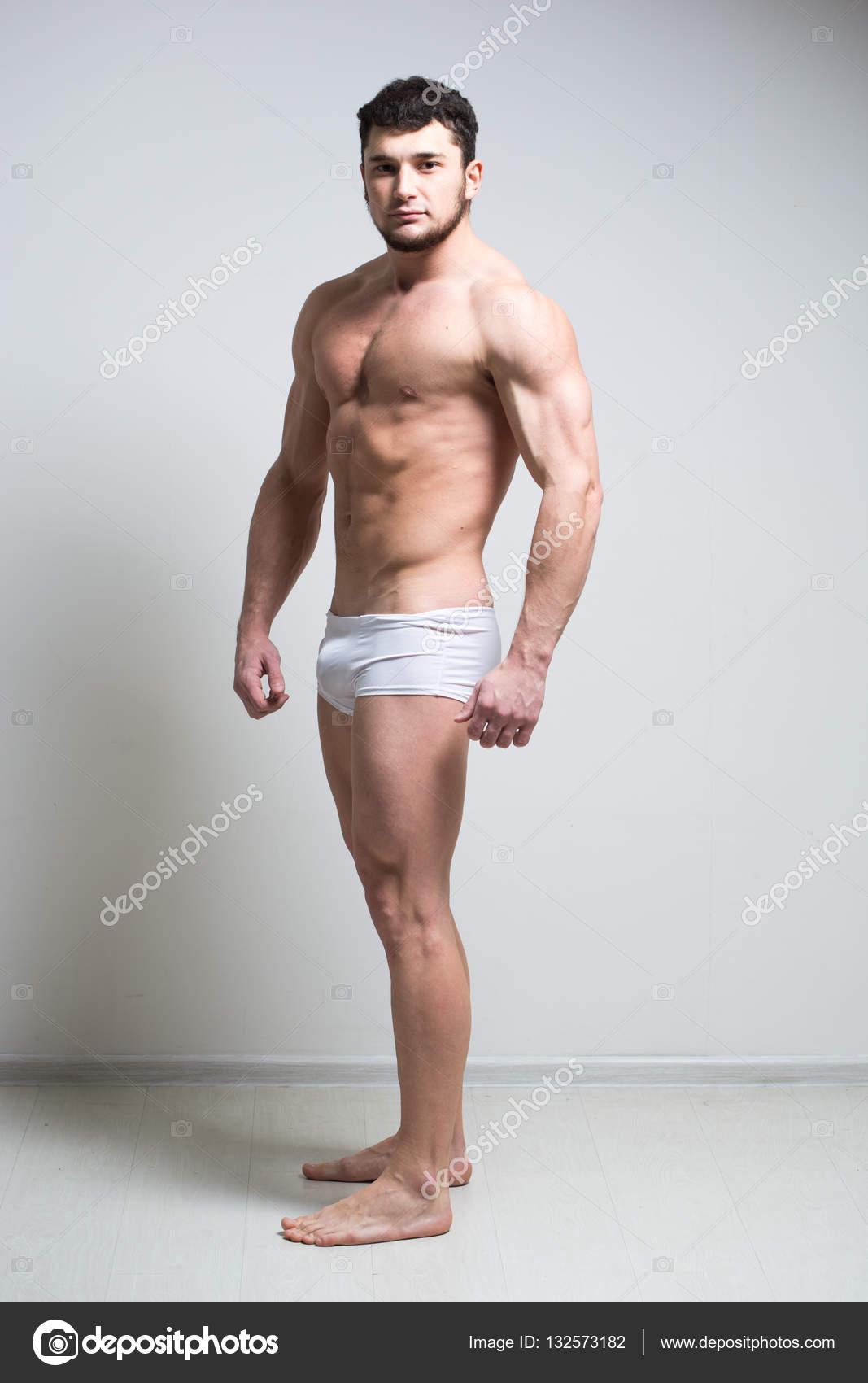f8c0bec772 Sexy modelo masculino muy musculoso en ropa interior — Fotos de Stock