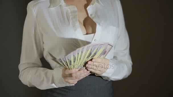 Krásná mladá štíhlá dívka za peníze