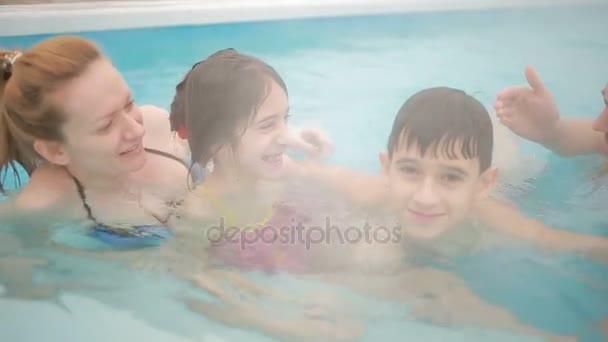Hot Springs geotermikus fürdőtől. gyermekes családok számára, hogy a forró medence.