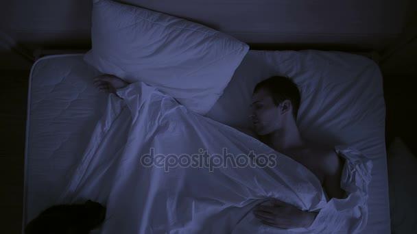 fogalmát insomnia, a pár dobálhat álmában, egy felülnézet