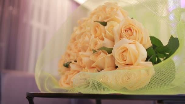 nagy csokor Rózsa, barack, szelíd közelről