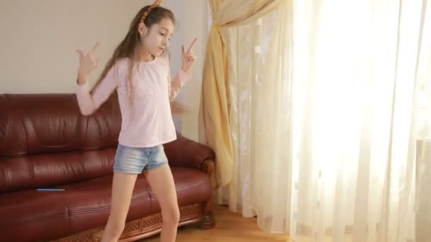 Variant, yes asian girl dancing joy