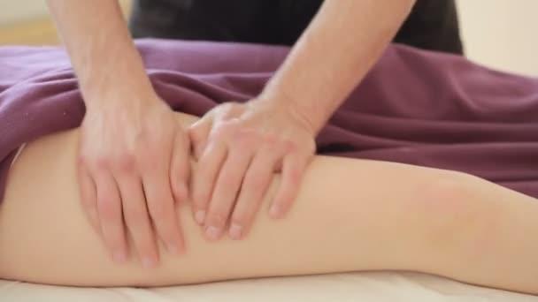 Mužské masáž terapeut nožní masáž pro ženy, boky, anticelulitidní masáž