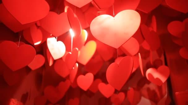 Függő piros szívek, egy felhő függő piros szívek