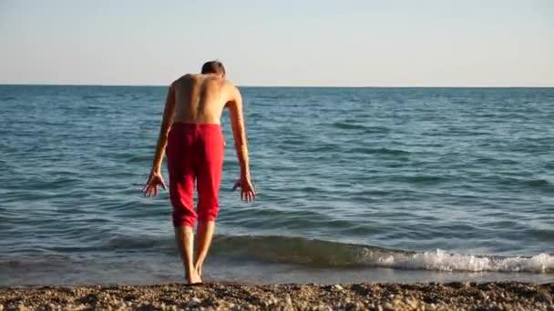 Красивые голые парни на пляже Частное фото 6