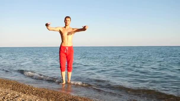 Красивые голые парни на пляже Частное фото 49
