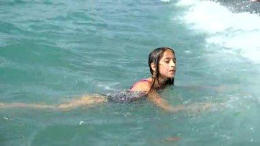 Подводные съемки девушек на пляже