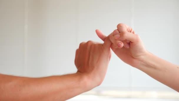 gesztus a megbékélés, 4k, lassú mozgás