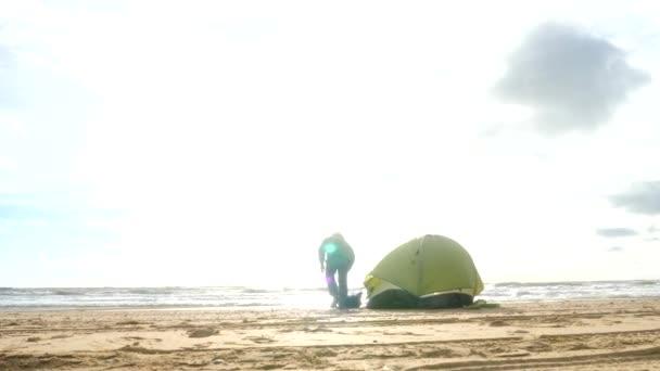 volledige hook up Beach Camping Pros van het dateren van een Marine