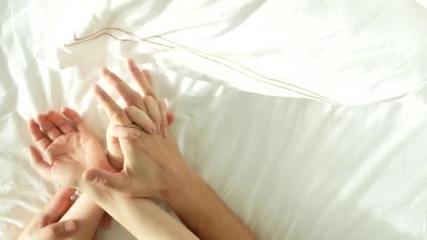 Секс женщину руками видео