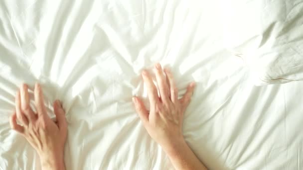 Мужчине рукой видео секс