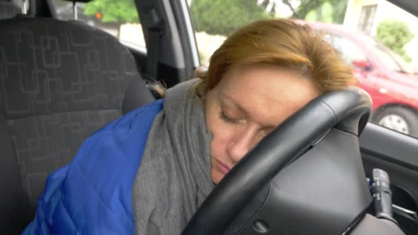 the driver of the woman fell asleep on the drivers seat on the side of the road. Waiting in the car. 4k.