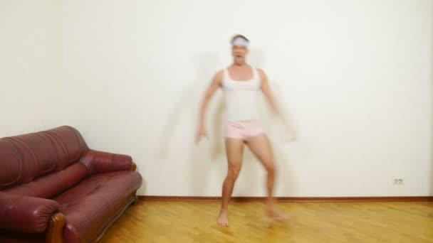 felnőtt férfi táncok otthon, 4k