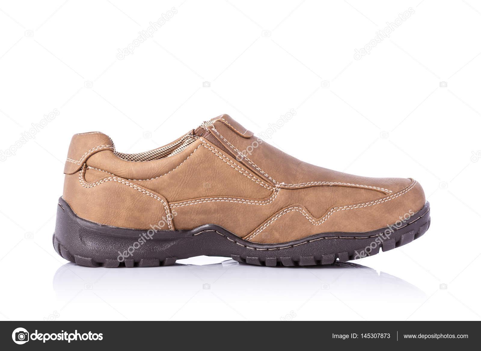 071165cda5 Nuevo zapato marrón hombres. Estudio tiros aislados sobre fondo blanco —  Foto de ...