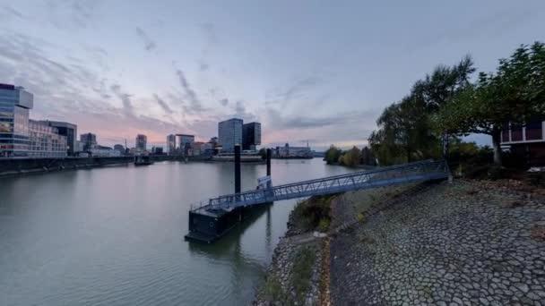 Düsseldorf alkonyatkor. 360 fokos panoráma varrás nélküli videóinak hurok