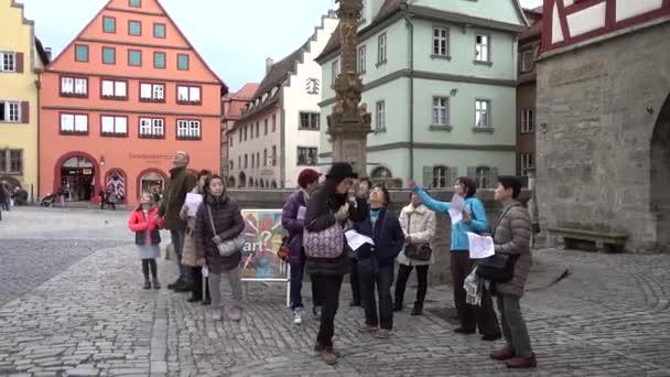 Rothenburg Ob der Tauber, Deutschland - 31. März 2018: Straßenansicht von Rothenburg Ob der Tauber, eine gut erhaltene mittelalterliche Altstadt in Mittelfranken in Bayern an beliebten romantischen Straße durch südlichen