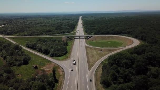 letecký pohled na dálniční křižovatku