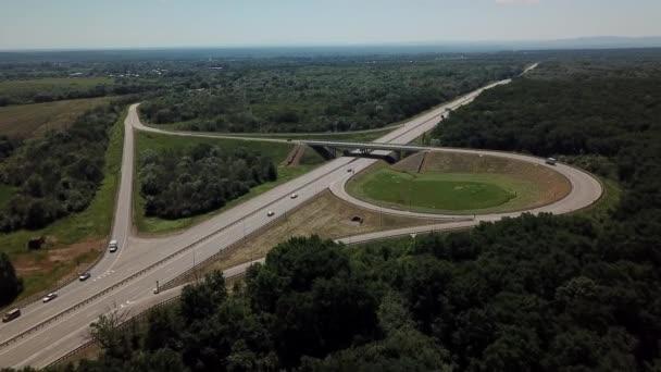 letecký pohled na dálniční křižovatku jetelových listů