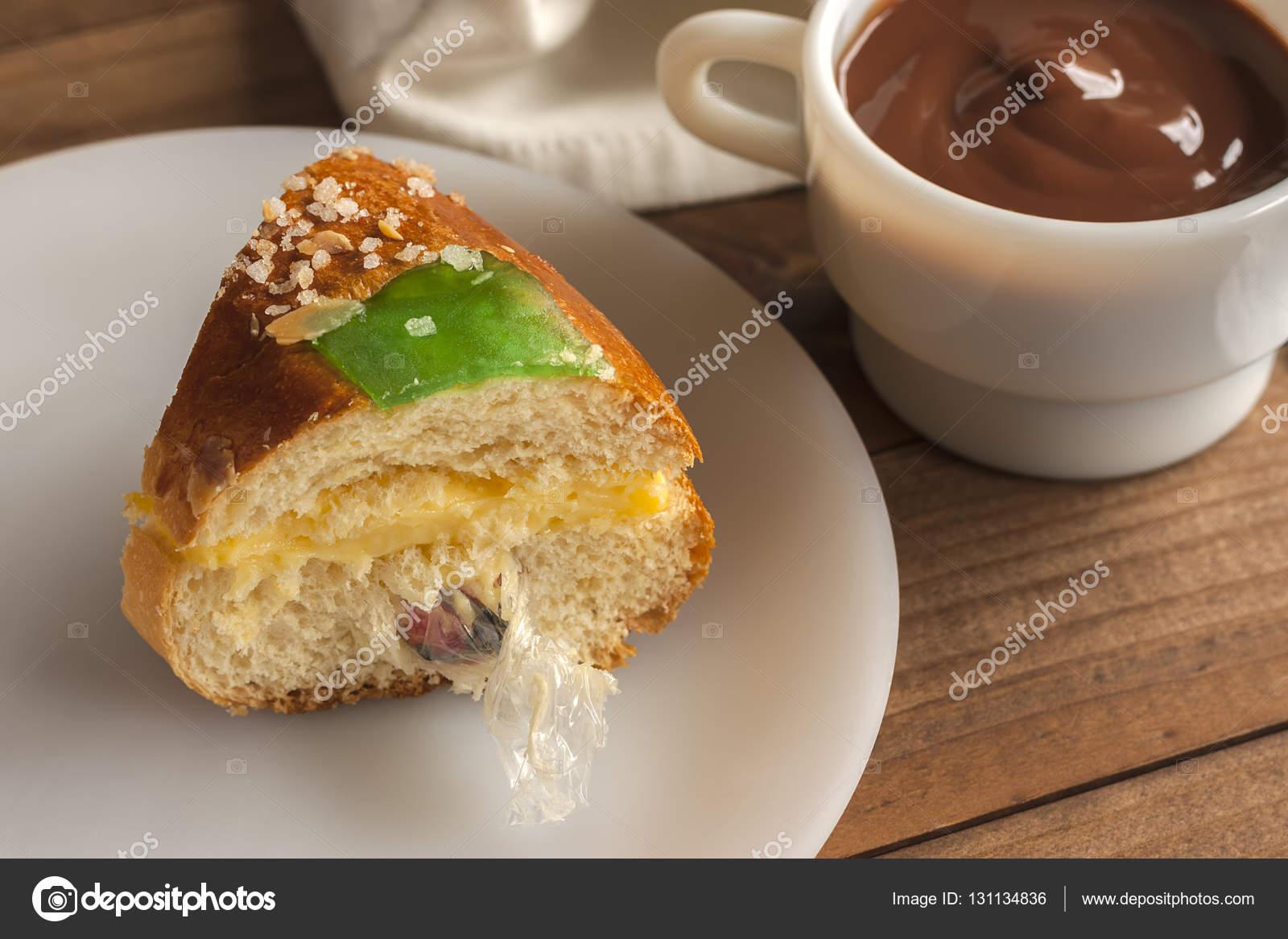 Stuck Kuchen Der Konige Roscon De Reyes Mit Uberraschung