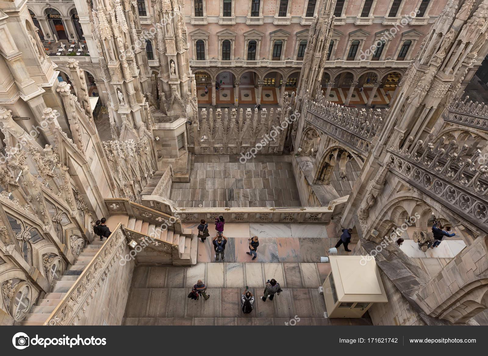 Vista della terrazza Duomo Milano — Foto Editoriale Stock ...