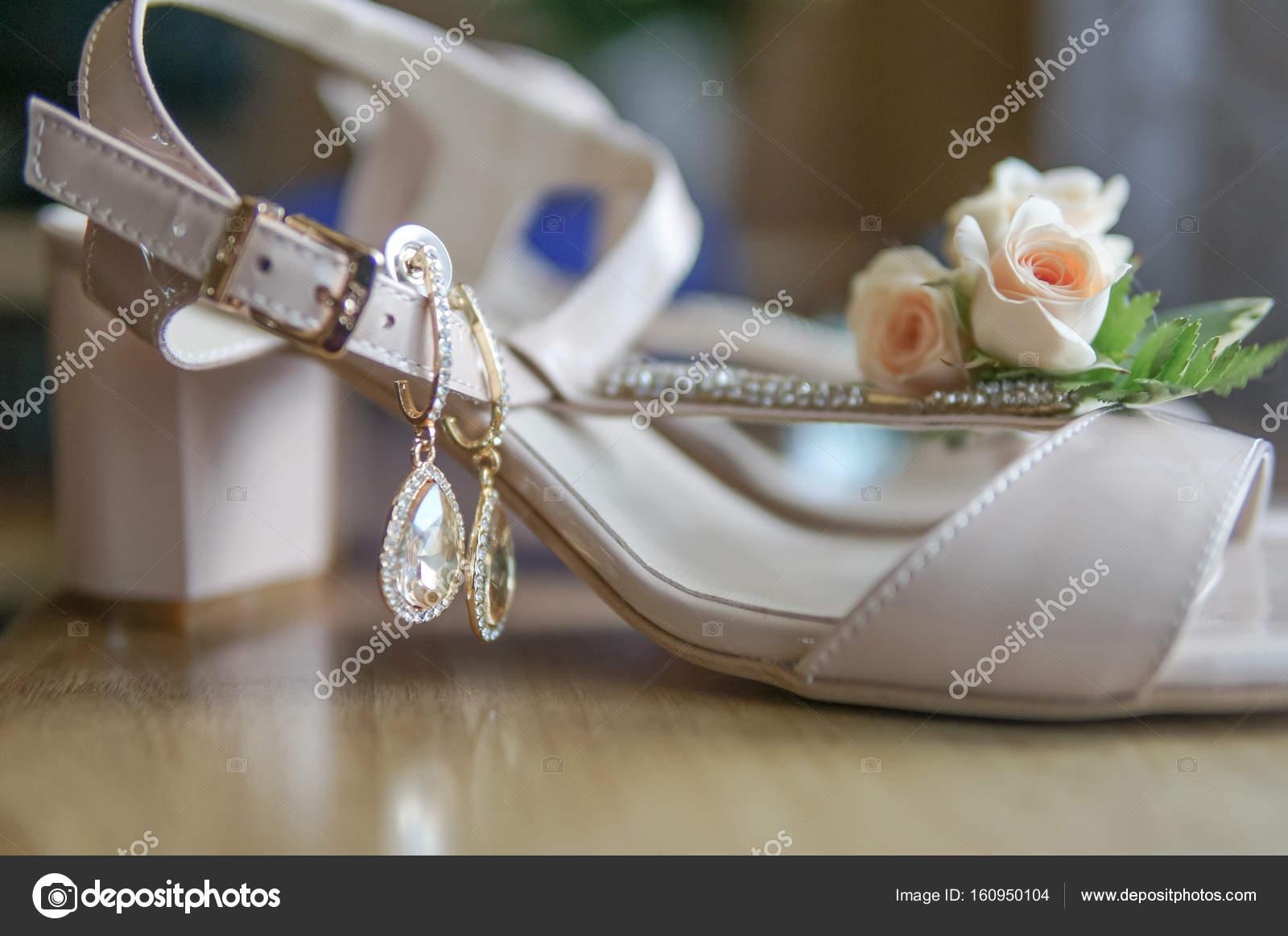 sandaler till bröllop