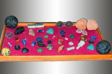Various jewelery, mineral stones or gemstones