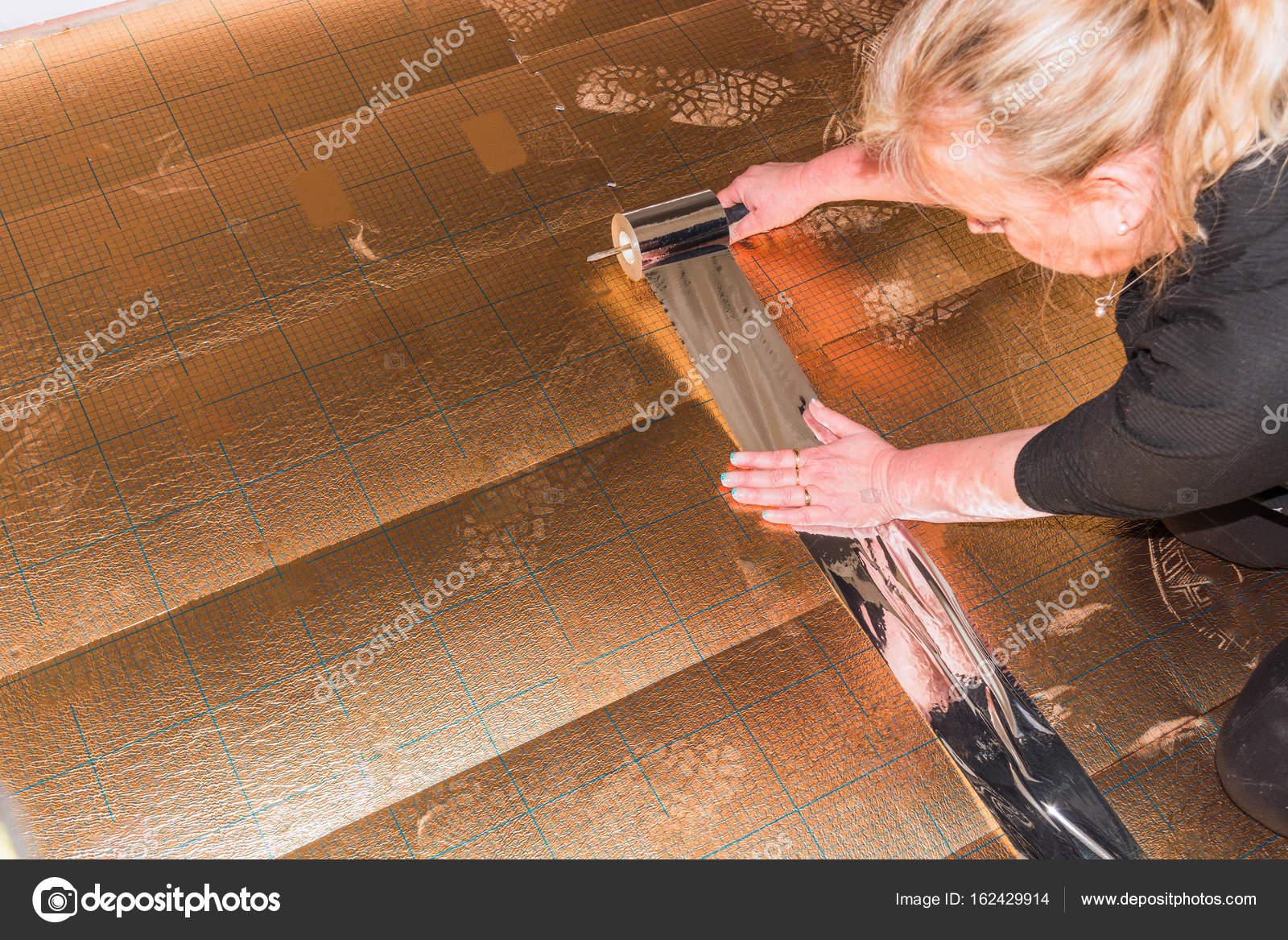 Laminaat Of Vinyl : Vinyl laminaat leggen in oud gebouw u2014 stockfoto © nikd51 #162429914