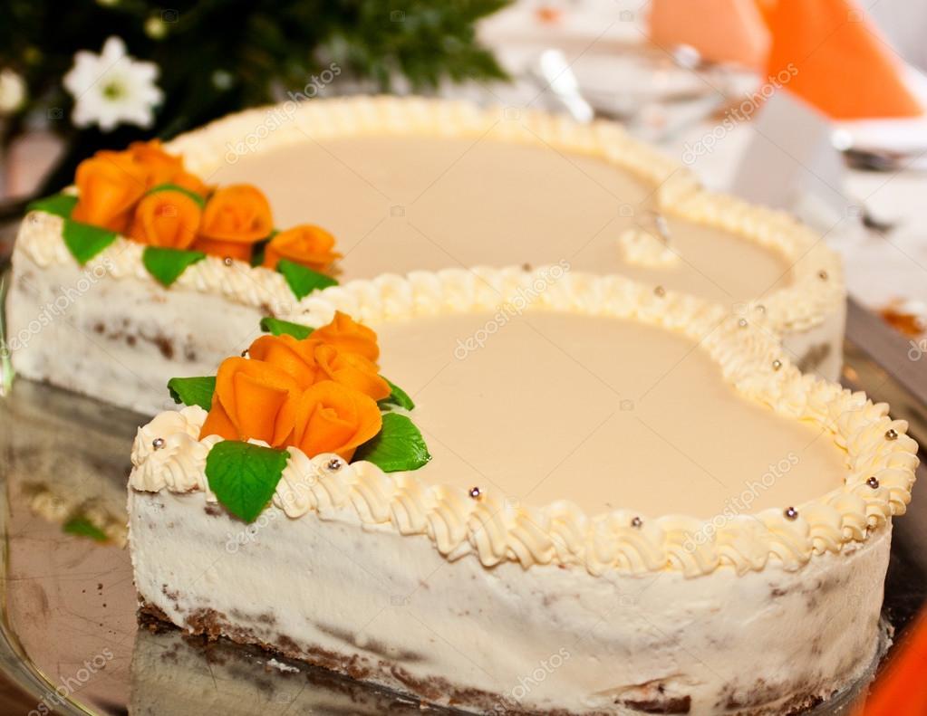 Orange Hochzeitstorte Stockfoto C Jarrycz 128680212