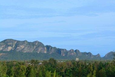 """Картина, постер, плакат, фотообои """"красивая известняковая гора в таиланде в качестве фона картины модульные абстракции"""", артикул 159999938"""
