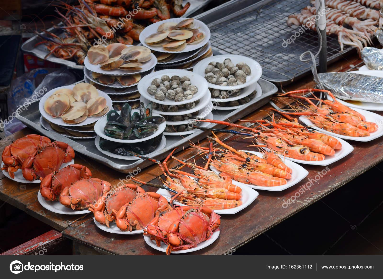 Fresh seafood market sale on shelt — Stock Photo © art8MB #162361112