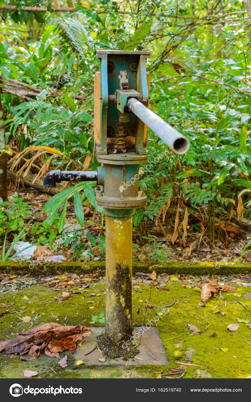 blauer druck pumpe wassersäule für die wasserversorgung aus brunnen