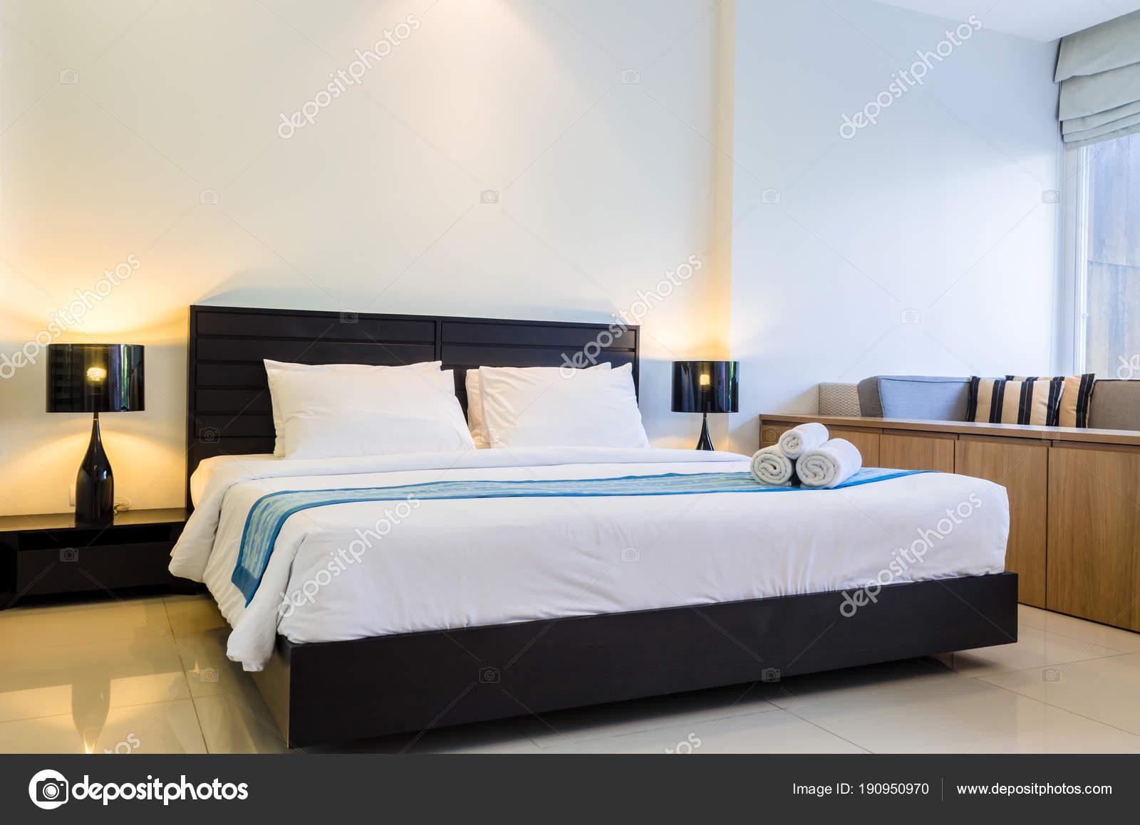 Pool Zugang gemütliche moderne Schlafzimmer Dekoration — Stockfoto ...