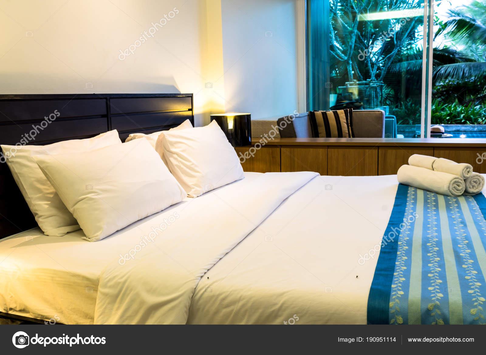 Piscina accesso accogliente camera da letto moderna decorazione ...