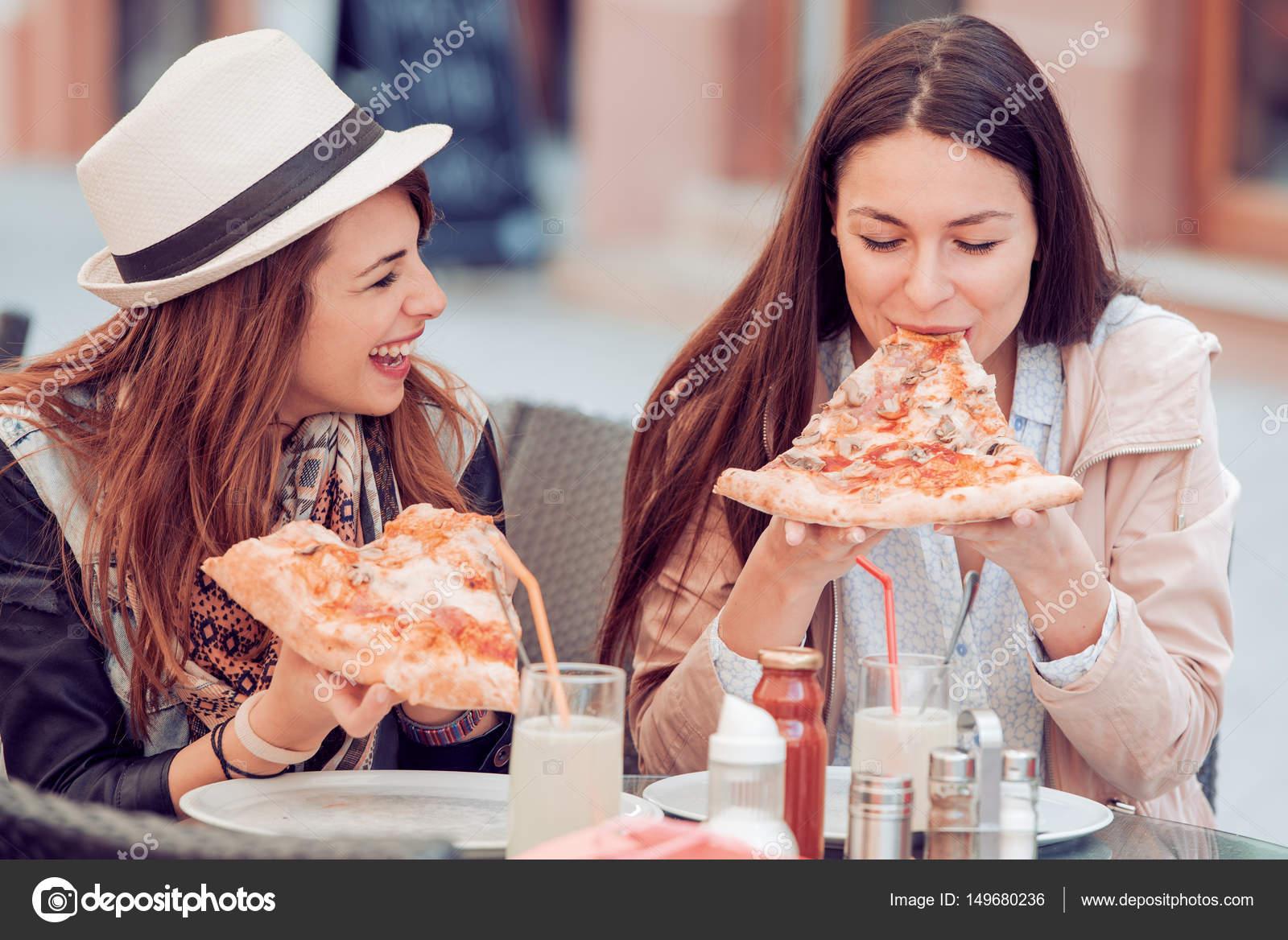 Девушки на работу в кафе работа мужчины модели в москве