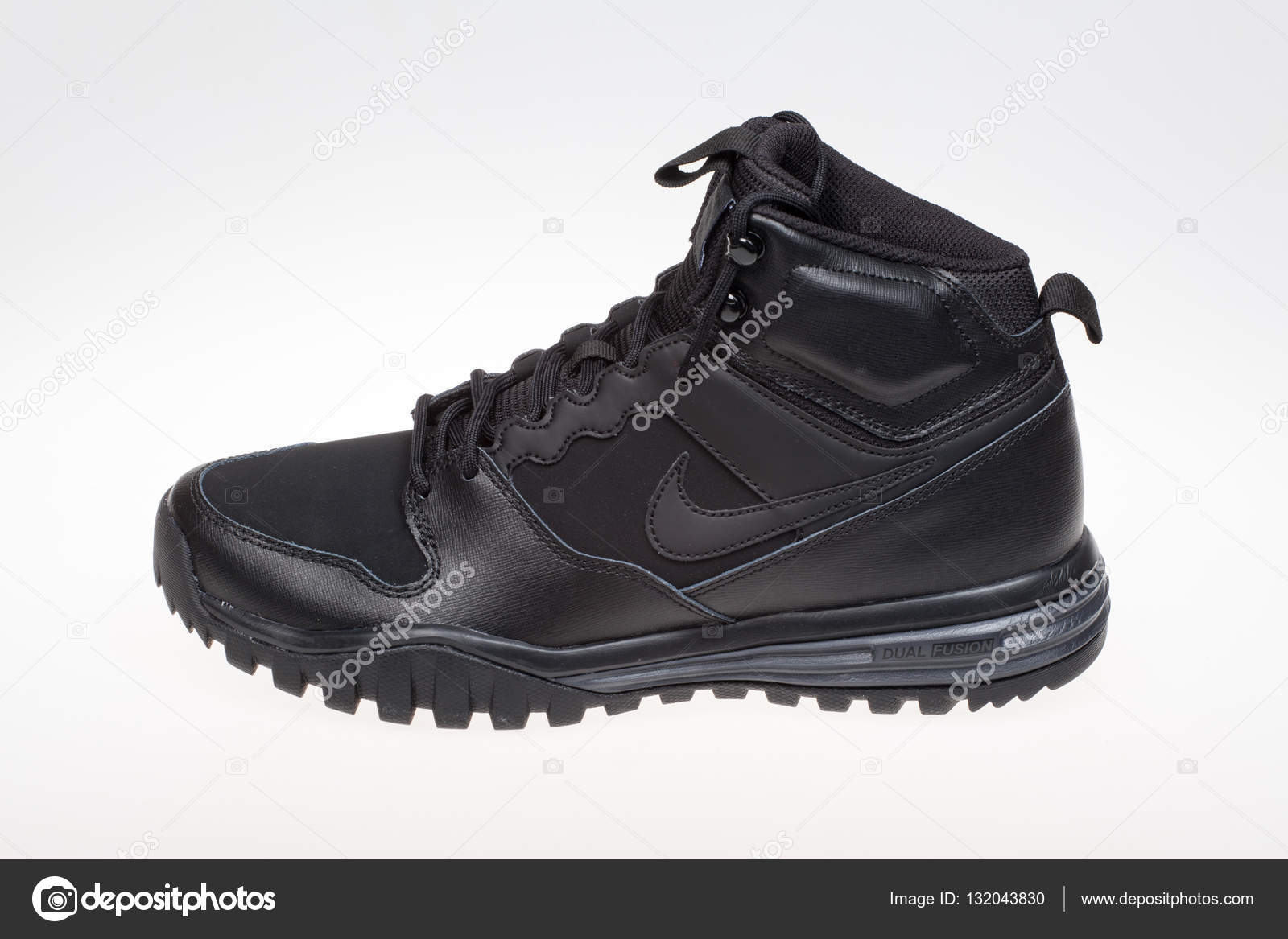 best cheap 3cc8b 35c89 VARNA, BULGARIA studio shot - NOVEMBER 5 , 2016   NIKE DUAL FUSION HILLS  MID LEATHER winter shoe, product shot — Photo by ...