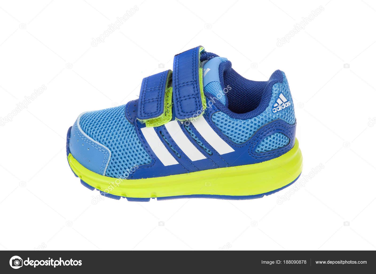 Febbraio BambiniIsolato Su VarnaBulgaria 3 2016Scarpa Adidas CrdtQshxB