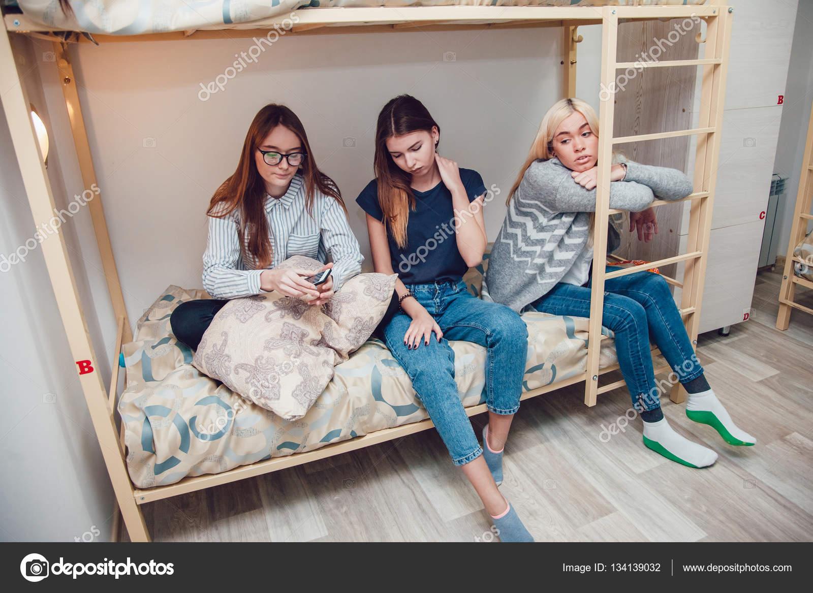 Голых общежитии фото девочек в