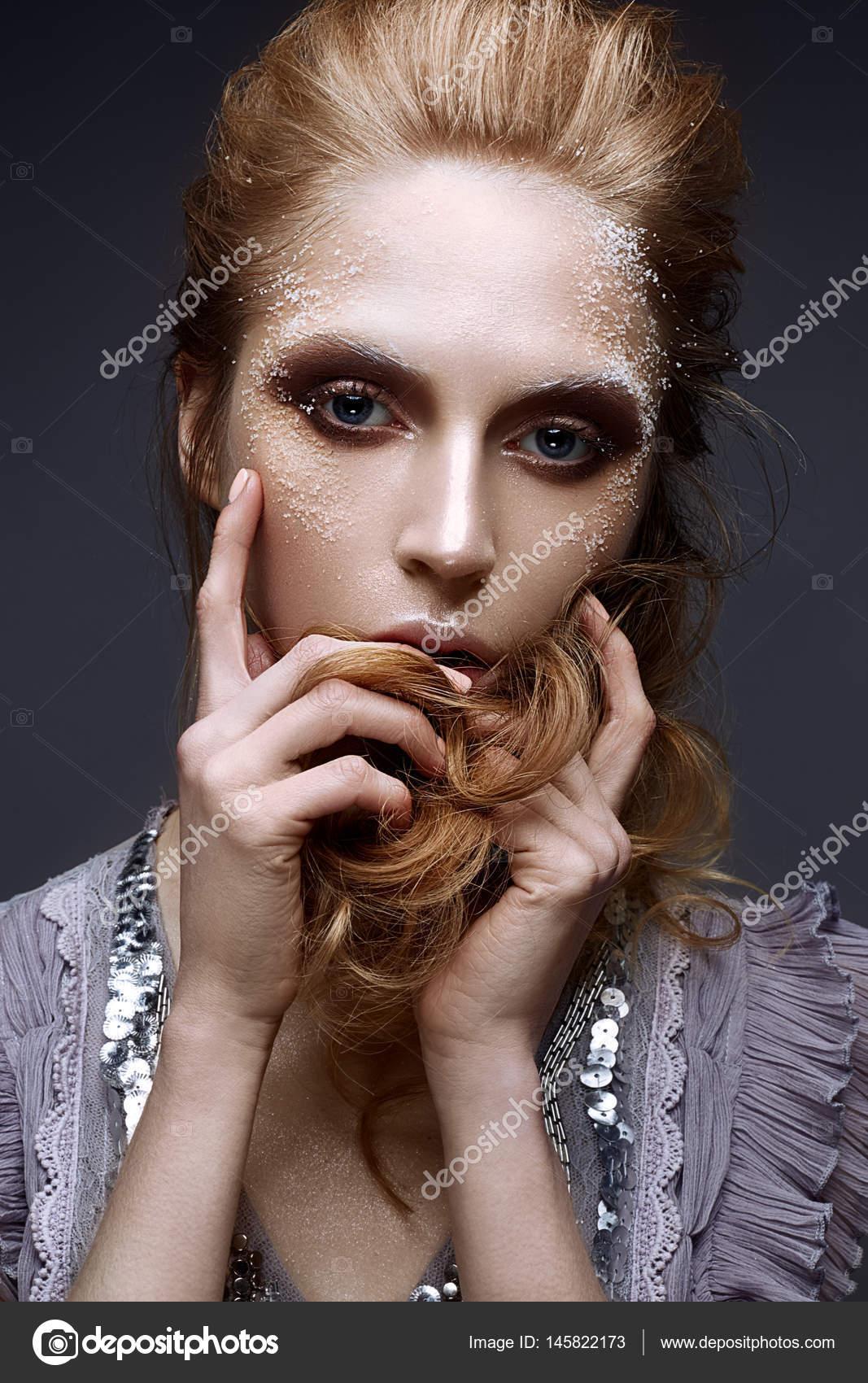 Augen make up zu lila kleid