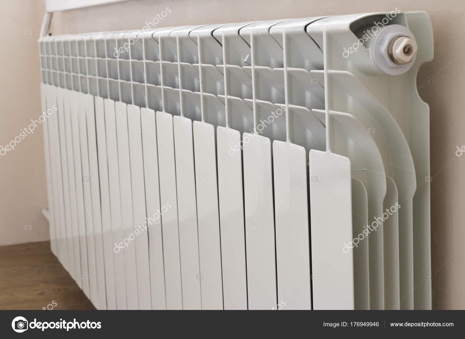Fabulous Aluminium-Heizkörper — Stockfoto © Ibraman3012 #176949946 RG37