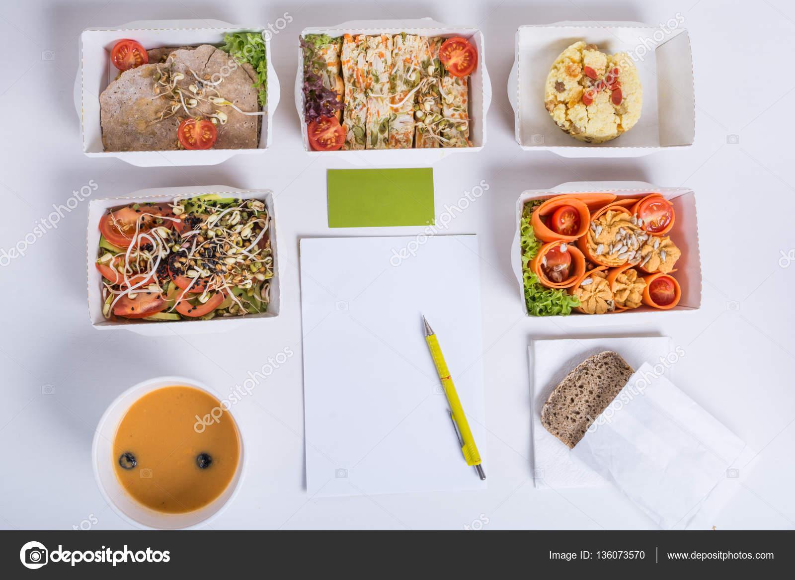 Frais Livraison Quotidienne De Repas Nourriture Restaurant Pour Un Legume Viande Et Fruits En Boites Papier Carte Visite Carnet Crayon Sur