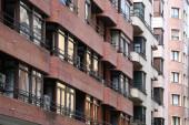 Apartmanok blokkok szomszédságában Bilbao
