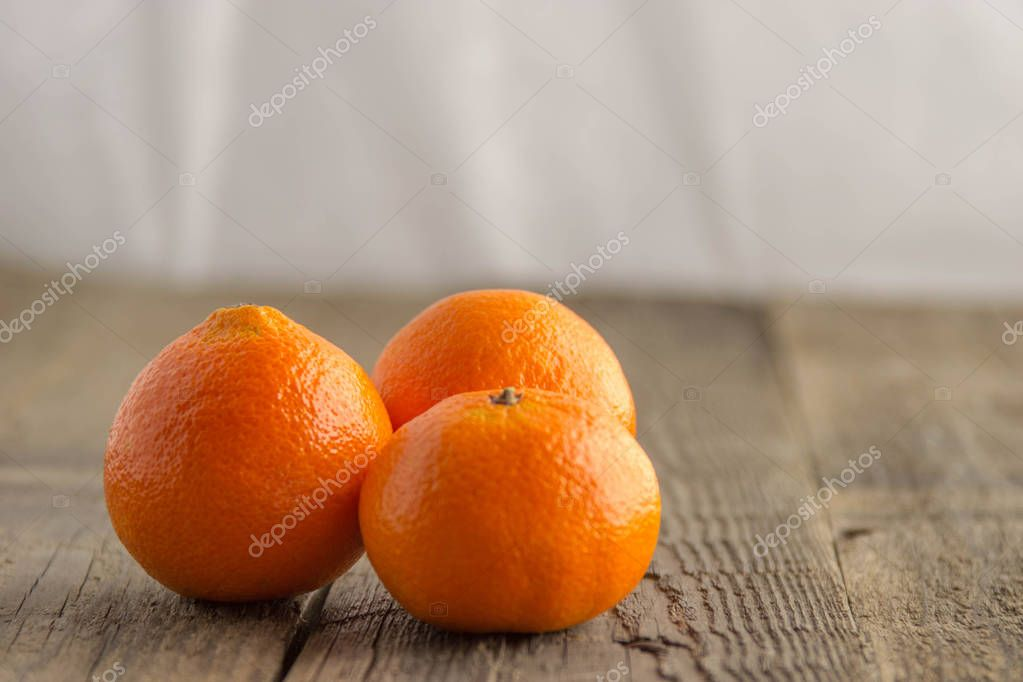 Fresh clementines on a wooden base